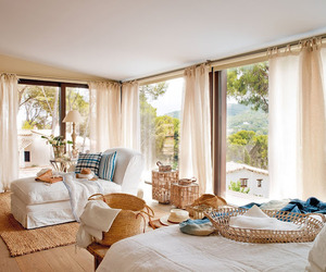 Summer home decorated with seaside shades