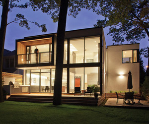 House on the Bluffs: Sun-Filled Home on Lake Ontario's Shore