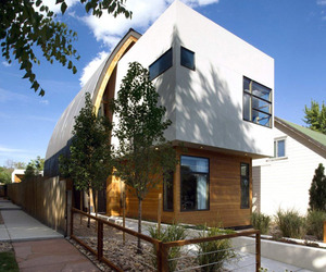 Surprising Shield House Displaying a Modern Curved Wall