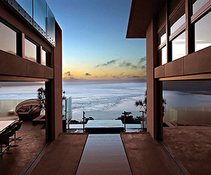 Suspended home over the Pacific Ocean