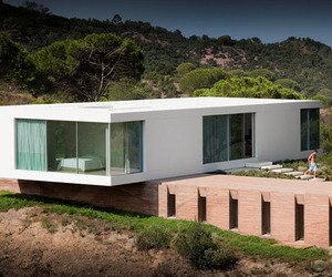 Suspended refuge on the Alentejo Coast