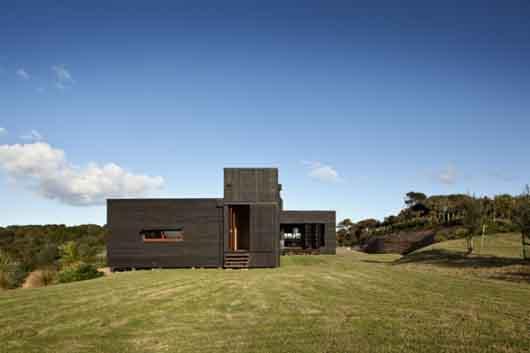 Tutukaka beach house sustainable design in new zealand for Beach house builders new zealand