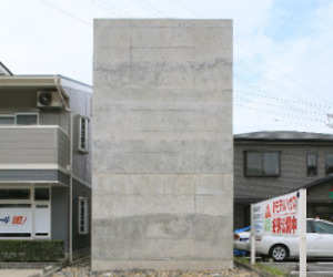 Temple House by Uno Tomoaki Architects
