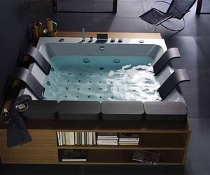 Thais Art Whirlpool Bathtub by Blubleu