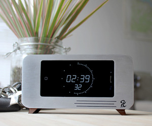 The cdock - iPhone Dock and  Clock