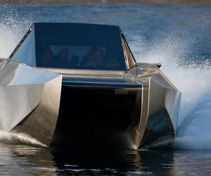 The Code-X Hybrid Yacht