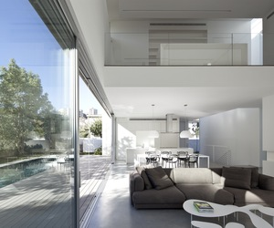 The G House by Axelrod Architects + Pitsou Kedem Architects