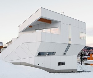 The Polite House by JVA