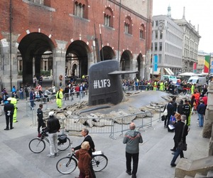 The submarine #L1F3 got stuck in Milan