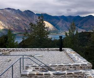 Tiny Mountain Retreat by Fearon Hay Architects