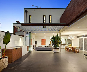 Top of the Hill Residence in Melbourne