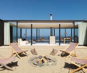 Transparent minimalism for beach house