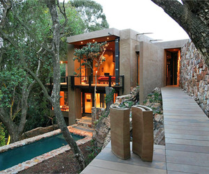 Treetop House on the Edge of a Cliff by Slee & Co Architects