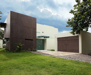 Triangulo House by Ecostudio Architects
