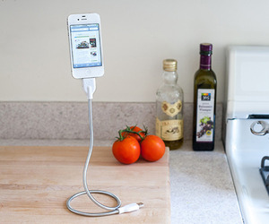 The Bobine Twisty Curvy Charging Device for iPhone