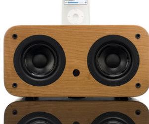 Vers 2X iPod Sound Dock