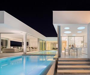 Villa Escarpa by Mário Martins Atelier