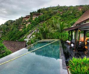 Villa Yang in Thailand by Charupan Wiriyawiwatt
