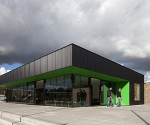 VV Capelle Soccer Clubhouse by MoederscheimMoonen