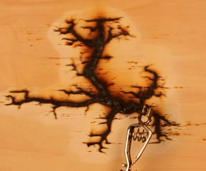 Watch 15,000 Volts Travel Beautifully Through Wood
