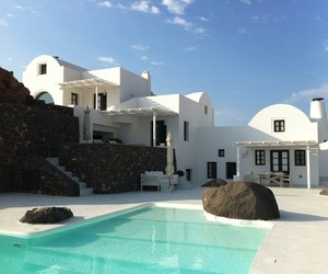 White and volcanic stone - villa In Santorini