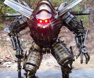 Yang Junlin Transforms Junk into Army of Robots