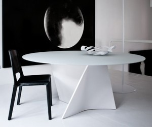 Zanotta's 2575 Elica Table